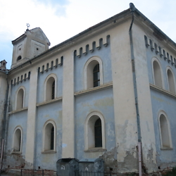 Side view of the Făgăraș synagogue. CREDIT: Benjamin Fox-Rosen.