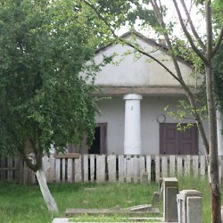 Community house for burial preparation in the Jewish cemetery in Făgăraș. CREDIT: Benjamin Fox-Rosen.