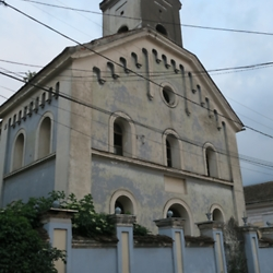 The Făgăraș synagogue, today abandoned. CREDIT: Benjamin Fox-Rosen